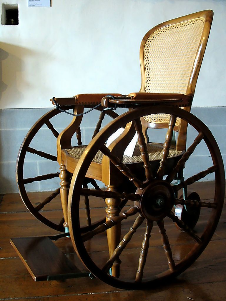 768px-Castle-gruyeres-wheelchair-5